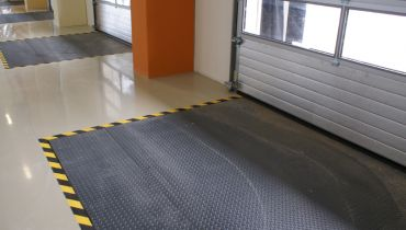 HYDRAULIC LOADING RAMPS