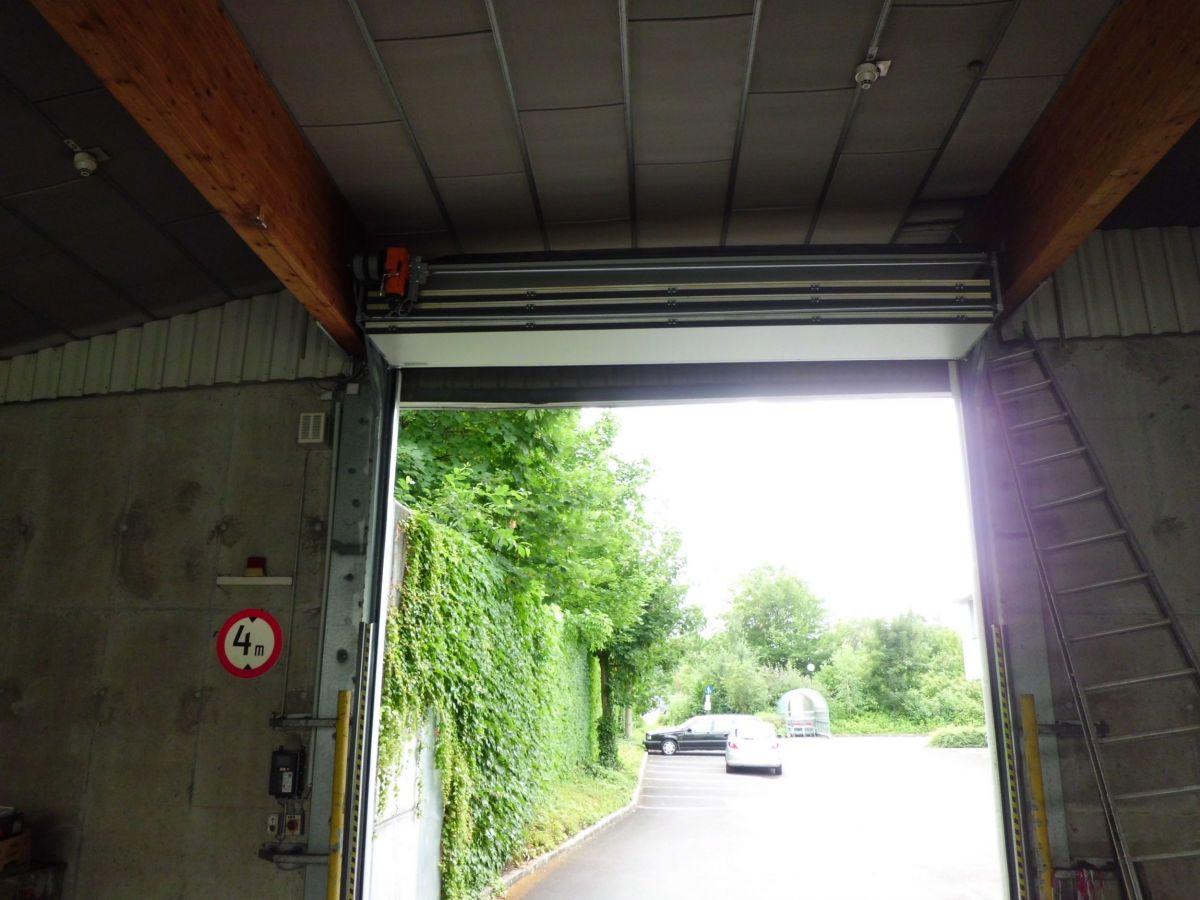 OVERHEAD FOLDING DOOR | Weglehner loading technology